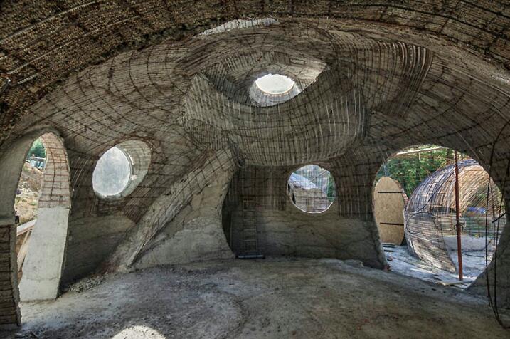 Maison en sacs de terre for Maison en bulle