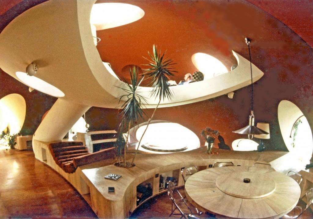 maison en sacs de terre. Black Bedroom Furniture Sets. Home Design Ideas